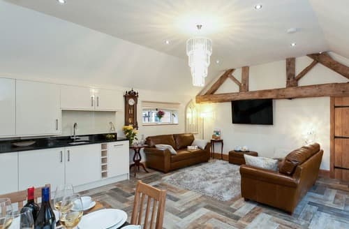 Last Minute Cottages - Wonderful Ashbourne Cottage S127056