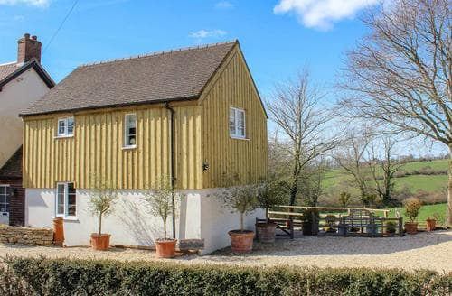 Last Minute Cottages - Green Oak Cottage