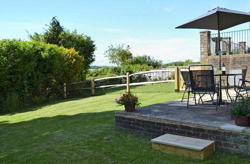 Last Minute Cottages - Little Longmead