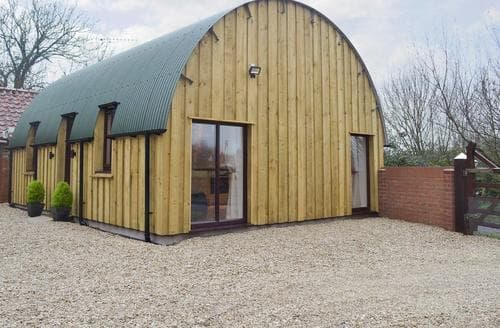 Last Minute Cottages - Holly's Barn