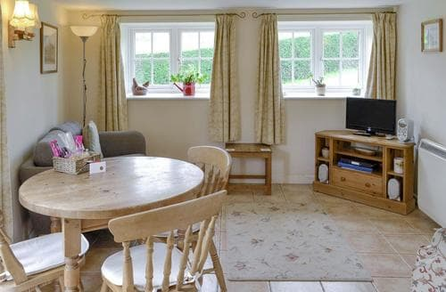 Last Minute Cottages - Adorable Bridport Cottage S33560
