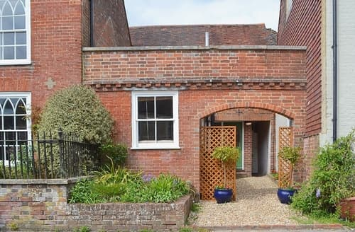 Last Minute Cottages - Charming East Meon Cottage S25892