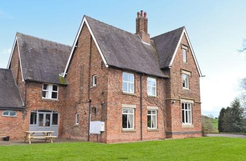 Last Minute Cottages - Somersal Farmhouse
