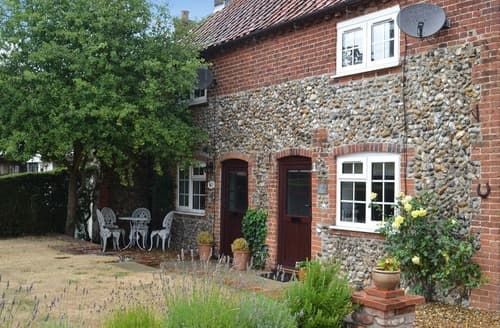Last Minute Cottages - Captivating Melton Constable Cottage S121151