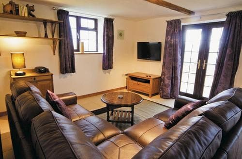 Last Minute Cottages - The Stables - HW7676