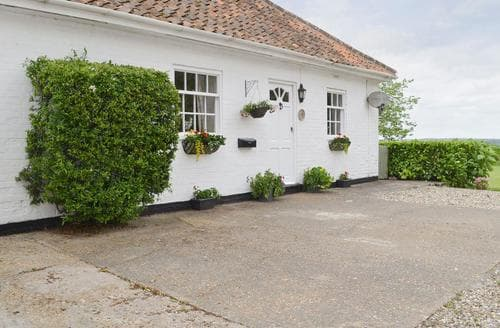 Last Minute Cottages - Adorable Dereham Lodge S82682