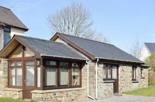 Last Minute Cottages - Little Chapel House