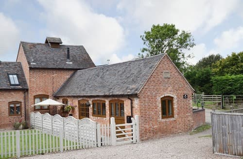 Last Minute Cottages - Cosy Evesham Cottage S70209