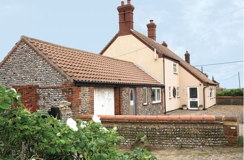 Dog Friendly Cottages - Beautiful Happisburgh Cottage S17255