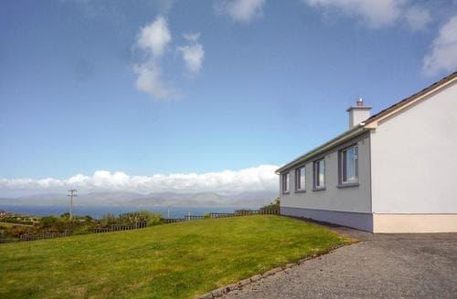 Dog Friendly Cottages - Delightful Glenbeigh Cottage S24008