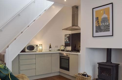 Last Minute Cottages - Beautiful Lytham St Annes Cottage S98098