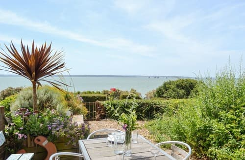Last Minute Cottages - Cowes View
