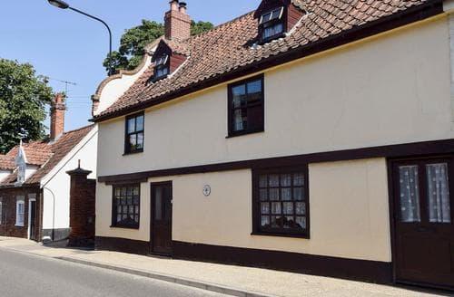 Last Minute Cottages - Wonderful Beccles Cottage S17831