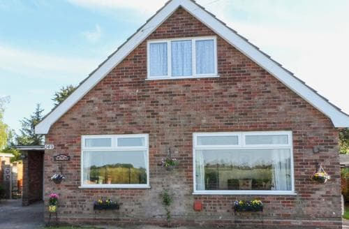 Dog Friendly Cottages - Gorgeous Fakenham Cottage S78521