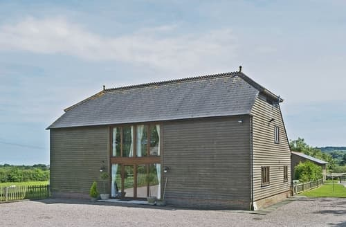 Last Minute Cottages - Saunders Oast Barn