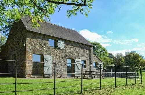 Dog Friendly Cottages - Stunning Leek Cottage S122788