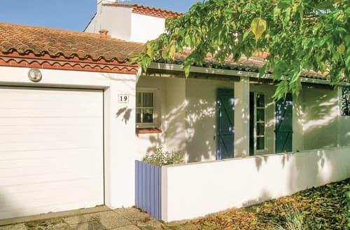 Last Minute Cottages - Gite de la Vague