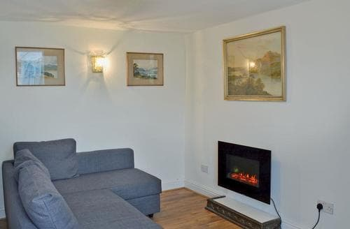 Last Minute Cottages - Woodland Villa Flat