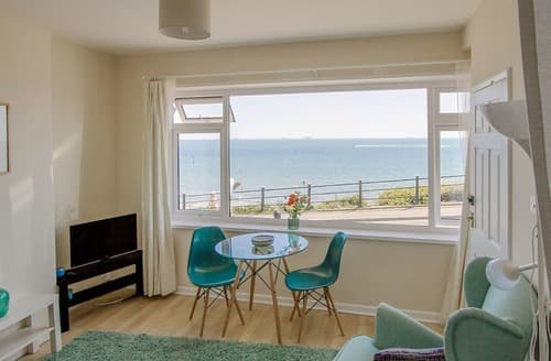 Last Minute Cottages - Quaint Shanklin Apartment S98251