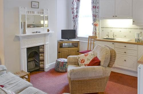 Last Minute Cottages - Attractive Cromer Apartment S92401