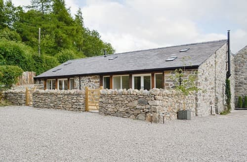 Last Minute Cottages - Cruck Barn