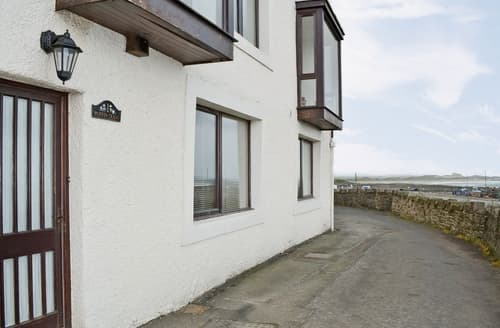 Last Minute Cottages - Charming Seahouses Cottage S14664