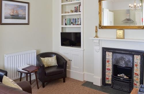 Last Minute Cottages - Gorgeous Portsmouth Apartment S84314