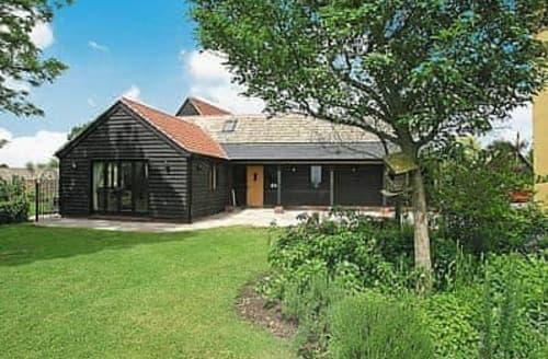 Last Minute Cottages - Wonderful Colchester Lodge S18105