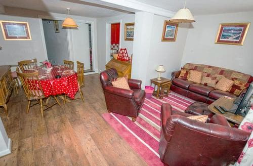 Last Minute Cottages - Inviting Blakeney Apartment S93320