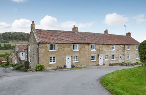 Dog Friendly Cottages - Splendid Harwood Dale Cottage S123360