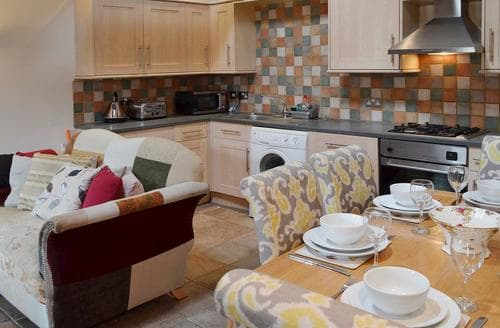 Dog Friendly Cottages - Quaint Bakewell Cottage S69755