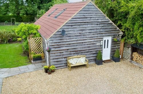 Last Minute Cottages - Excellent Chippenham Lodge S37521