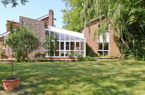 Last Minute Cottages - Luxury Bury St Edmunds Lodge S59101
