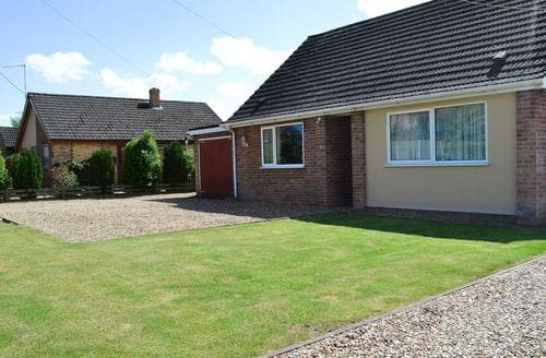 Last Minute Cottages - Meadow Grove Bungalow
