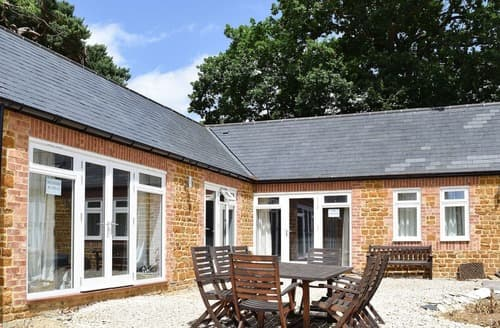 Last Minute Cottages - Wonderful All Northamptonshire Cottage S104525