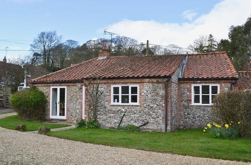 Last Minute Cottages - Wonderful Blakeney Cottage S49764