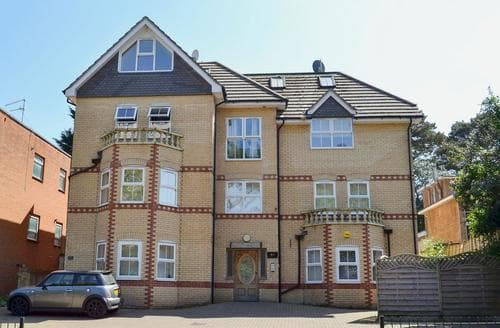 Last Minute Cottages - Superb Bournemouth Apartment S50602