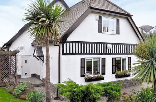 Last Minute Cottages - Delightful Holyhead And Treaddur Bay Apartment S22078