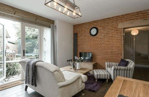 Last Minute Cottages - The Coach House - UKC2365