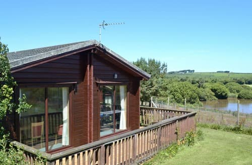 Last Minute Cottages - Delightful Hartland Lodge S19115
