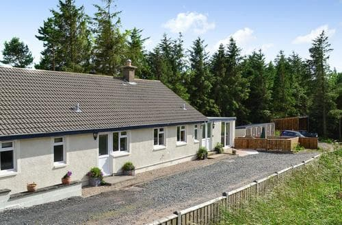 Last Minute Cottages - Lovely Peebles Lodge S85382