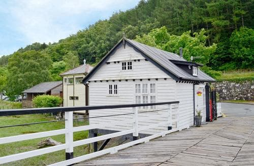 Last Minute Cottages - Toll Bridge House