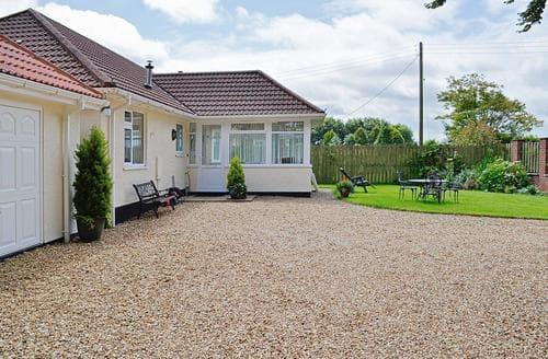 Last Minute Cottages - Tasteful Chard Cottage S38033