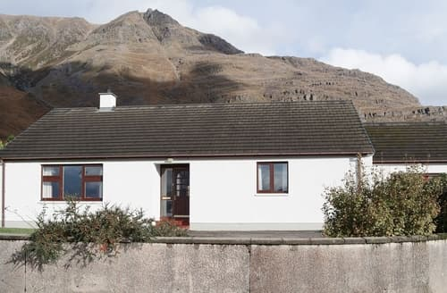 Last Minute Cottages - Beautiful Torridon Cottage S24469