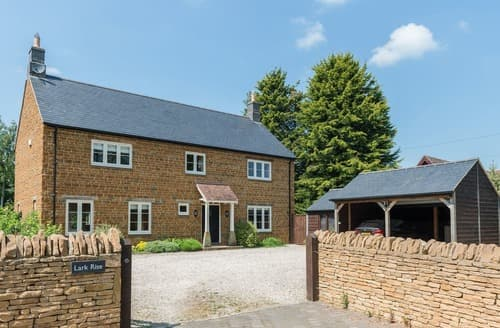 Last Minute Cottages - Lark Rise