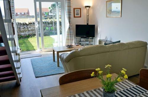 Last Minute Cottages - Dunstanburgh View