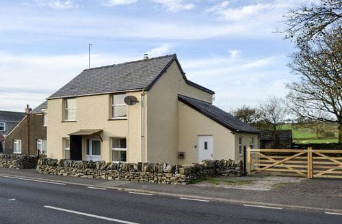 Last Minute Cottages - Ceirnioge Cottage