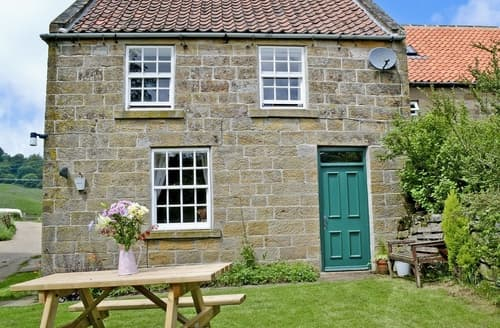 Last Minute Cottages - Quaint Danby Cottage S15029