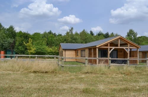 Last Minute Cottages - Humphrey-Basil Lodge-UKC2176