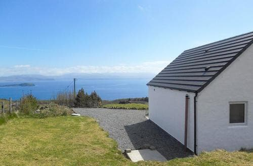 Last Minute Cottages - Attractive Portree Cottage S78197